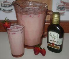 La Cocina de Leslie: Agua de Fresa Colada {Strawberry Colada}