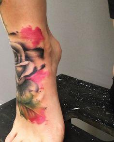 Coverup Tattoo #tattooartist #foottattoo #tattoo #rosetattoo #realism #realistic #realistisk #realismtattoo #watercolor #watercolour #watercolorart #watercolorflower #linaekatarina #tatovør #tattoolife #inkedmom #momswithtattoos #girlswithink #tattooer