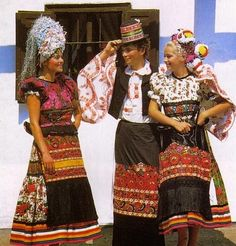 Hello all, Today I will return to Hungary, to talk about one of the most famous costume and embroidery traditions in that country, t. Folklore, European Costumes, Hungarian Embroidery, Folk Costume, World Cultures, Boho Gypsy, Traditional Dresses, My Heritage, Dress Up