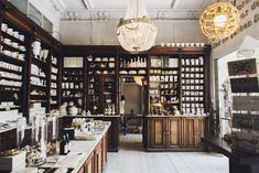 We recently chatted with the owners of Kühn Keramik, a charming ceramic shop in Berlin-Kreuzberg. Located in a former pharmacy, the shelves of the showroom are bursting with handmade ceramic pieces http://www.ignant.de/?p=114819