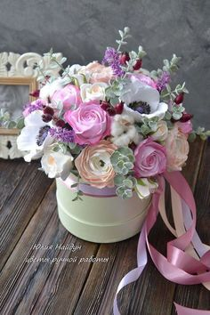 Купить или заказать Цветы в шляпной коробке 30 см (полимерная глина) в интернет-магазине на Ярмарке Мастеров. Большая композиция с цветами из полимерной глины. Цветы в коробке. Цветы в круглой коробке. Состав цветов: розы, бутоны орхидей, пионы, гортензия, листья эвкалипта Композиция перенесет пересылку. реалистичные цветы ручной работы - сделаны из полимерной глины (небьющийся, прочный материал, похож на картон, не бьется). Очень пышная и нарядная. Цветы в шляпных коробках - новый тренд во…