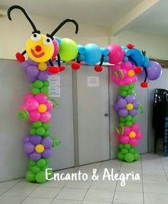 Cute flower balloon arch with caterpillar on top. Balloon Flowers, Balloon Bouquet, Red Balloon, Balloon Columns, Balloon Garland, Baloon Art, Deco Ballon, Balloon Crafts, Balloon Ideas