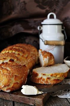 """Eléggé """"vadra"""" sikerült szerintem ez a Tigris kenyér... Ő nem harapott, csak mi. Nagyot, bele... Hihetetlenül ropogós ... Hungarian Recipes, Bread And Pastries, Vegan, Food Styling, Cravings, Kenya, Food Photography, Bakery, Recipies"""