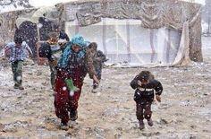 """عاصفة ثلجية هي الأقوى تجتاح سوريا !! هنا مخيمات النزوح """"يالله كن معهم ومع المسلمين في كل مكان """""""