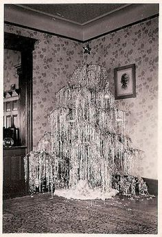 Icicles at ModVintageLife.com  Love all the tinsel!!!!!