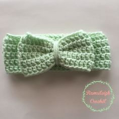 Crochet Bow Headwrap Pattern by Ramsileigh Crochet Crochet Bows, Crochet Headband Pattern, Chunky Crochet, Crochet Crafts, Easy Crochet, Crochet Projects, Free Crochet, Crochet Headbands, Baby Headbands