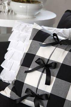 Black & White Cottage (scheduled via http://www.tailwindapp.com?utm_source=pinterest&utm_medium=twpin&utm_content=post83818903&utm_campaign=scheduler_attribution)