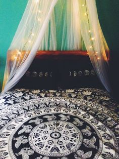 Mandala bed spread with hella cute pillow covers
