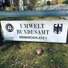 Bei #MOTORDIALOG wird es amtlich - die #InstaKugel beim #Umweltbundesamt! Aber was will sie da? Noch zeigt sie das #Fragezeichen... #Reise #Travel #Umwelt #Bundesamt #Bund #Länder #Deutschland #Regierung #Berlin