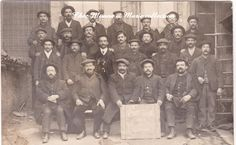 CPA PHOTO GROUPE DE CORDONNIERS http://www.delcampe.fr/page/item/id,0273115713,language,F.html