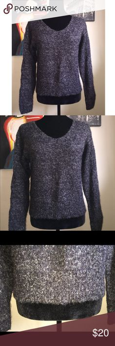 Baby Boa Italian Design Knitted Sweater Size Medium/ Material: 86% Acrylic & 14% Polyester. Super warm and comfy for those upcoming cold breezy days 🍂😊 Baby Boa Sweaters V-Necks