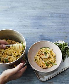 Vartissa valmistuva superpasta on täynnä makuja: raikasta sitruunaa, reilusti rakuunaa ja ripaus cayenne-pippuria. Tähän jäät koukkuun.