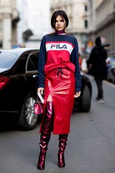 Innovar usando elementos rosa e vermelho no look dá um resultado fashionista