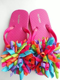 Bright summer boutique style flip flops This is for Nicole. Attach your fancy hair bows that you have been making to flip flops! So cute :) We are making the water balloon ones today as our rainy day craft. Flip Flops Diy, Ribbon Flip Flops, Flip Flop Craft, Custom Flip Flops, Decorating Flip Flops, Flip Flop Wreaths, Flipflops, Rainy Day Crafts, Water Balloons