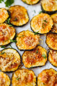 Baked Zucchini Chips - Cooking LSL Low carb, Keto friendly parmesan Baked Zucchini Chips - easy to make, tasty and low calorie, healthier alternative to regular potato chips. Keto Foods, Keto Snacks, Healthy Snacks, Healthy Recipes, Baked Zucchini Recipes Healthy, Low Carb Zuchinni Recipes, Zucchini Appetizers, Best Vegan Snacks, Zucchini In The Oven