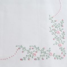 Pure line hand embroidered single bed sheet - size - Cod. Embroidery Floss Crafts, Floral Embroidery Patterns, Embroidery Flowers Pattern, Baby Embroidery, Embroidery Transfers, Hand Embroidery Stitches, Hand Embroidery Designs, Flower Patterns, Machine Embroidery