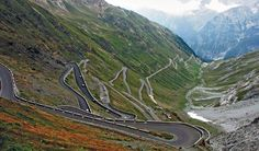 Driving in Italy is can be a testing experience, but for those who love driving it can be exhilarating. Swide chooses the best five roads for driving in Italy.