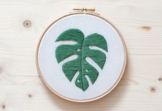 hoja de monstera bordada por miss katiuska