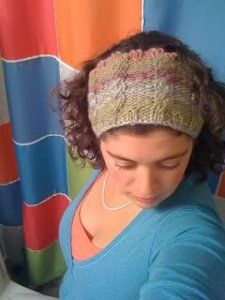 Rose Vines Cabled Headband free pattern ♥ 4000 FREE patterns to knit ♥ http://pinterest.com/DUTCHYLADY/share-the-best-free-patterns-to-knit/