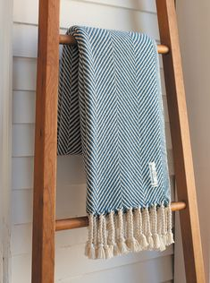 An old-fashioned Maine textile mill makes blankets and throws with modern flair.