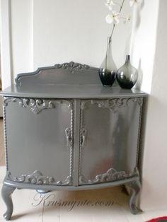 gammel skjenk malt høyglans grå interior interiør blogg blog rokokko malt male pusse opp forandring inspirasjon