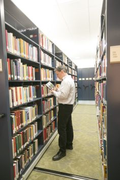 The library houses one of the largest and most accessible theological collections in the world, with more than 1,200,000 books and microforms.