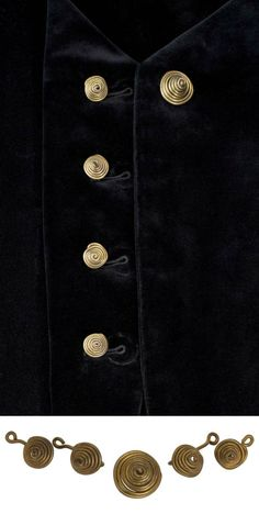 Five buttons | Alexander Calder. Made for Anna C. Sibley, as a gift from the artist in 1937 | Brass wire | Est. 5'000 / 7'000$ ~ (May/June 2014)