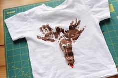 An adorable craft and memory keepsake! ________ Rust & Sunshine: Reindeer T-Shirt Projects For Kids, Diy For Kids, Craft Projects, Holiday Crafts, Holiday Fun, Holiday Ideas, Festive, Crafts To Do, Crafts For Kids