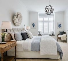 Put yellow in your living room is to breathe a little joy and optimism! To wake up your living room, just a few touches sun decoration; Hamptons Style Bedrooms, Hamptons Style Decor, Die Hamptons, Cincinnati, California Bedroom, Coastal Bedrooms, Grey Bedrooms, Master Bedrooms, Blue Rooms
