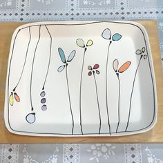Dreaming of spring. 🌼🌹🌸 The post Rectangle tray. Dreaming of spring. 🌼🌹🌸 & appeared first on Trendy. Ceramic Cafe, Ceramic Decor, Ceramic Plates, Ceramic Pottery, Pottery Art, Pottery Painting Designs, Pottery Designs, Pottery Ideas, Crackpot Café