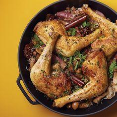 Un bon poulet fermier, des oignons, des tomates, des cèpes et de la cannelle. Testez notre recette simple et savoureuse sur http://monopista.monoprix.fr/    #monoprix #yummy #entreamis #instafood #inspiration #lifestyle #weekend #mangeonsmieuxpourdebon