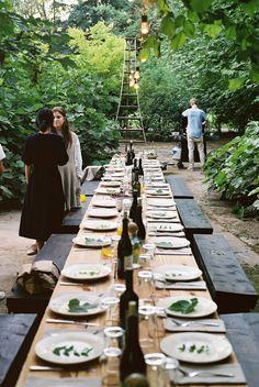 Fürs Gartenfest in der Mitte auseinandersägen(Stichsäge) und Zweite Ebene einbauen dann stehen die Flaschen und Leuchten(Windlichte) etwas tiefer und es ist ein abgefahrener Tisch (eyecatcher)