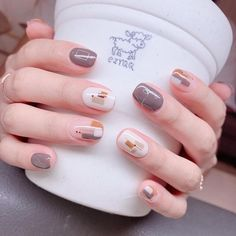 Here is a tutorial for an interesting Christmas nail art Silver glitter on a white background – a very elegant idea to welcome Christmas with style Decoration in a light garland for your Christmas nails Materials and tools needed: base… Continue Reading → Classy Nails, Stylish Nails, Simple Nails, Trendy Nails, Cute Acrylic Nails, Cute Nails, Asian Nails, Korean Nail Art, Asian Nail Art