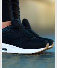 Runner love! Nike air! Black brown!