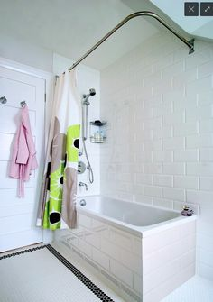 5 Fresh Ways to Shake Up the Look of a Bathtub/Shower Combo Cheap Shower Curtains, Shower Curtain Rods, Bathroom Shower Curtains, Shower Tiles, White Subway Tile Bathroom, Modern Bathroom, Small Bathroom, Modern Bathtub, Bathroom Tubs