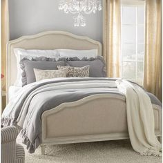 One of the reasons why you need some new master bedroom ideas is because that you might feel bored with your old bedroom design. It's understandable because the bedroom is the room where you may spend most of your time. Master Bedroom Design, Bedroom Bed, Guest Bedrooms, Home Decor Bedroom, Bedroom Furniture, Furniture Dolly, Master Suite, Bedroom Ideas, Bed Room