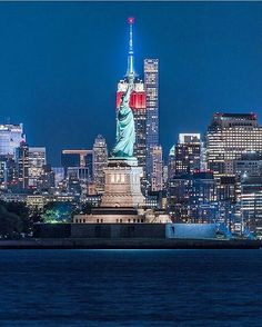 New York City by fullmetalphotography by newyorkcityfeelings.com - The Best Photos and Videos of New York City including the Statue of Liberty Brooklyn Bridge Central Park Empire State Building Chrysler Building and other popular New York places and attractions.