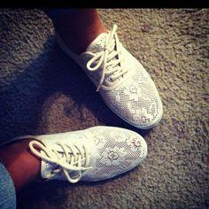 lace shoes... Want!!