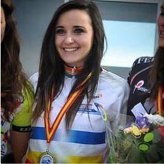 Chloé Dauliat   DN 17 Poitou Charentes Portrait numéro 3. Elle se prénomme Chloé Dauliat elle a 16ans est née le 25 septembre 1999 à Limoges. Chloé sera en junior 1 en 2016. Situation professionnelle : 1ère STMG. Caractère : ambitieuse, organisée, battante...