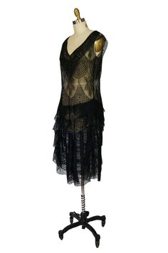 Alas, I was too late. Someone snapped up this lovely flapper dress. Le sigh.