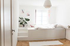DIY-Bett mit Video-Anleitung. Dieses schöne Podest-Bett hat uns Tom in München gebaut. Es ist ein Traum und mit dem DIY-Video, könnt auch ihr euch ein solches Nest bauen!