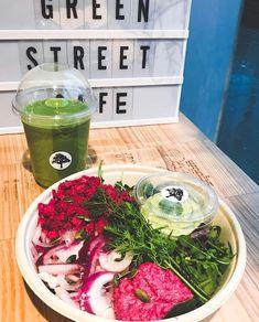 Hyvää energiaa päivään! Smoothie ja salaattibowl by GreenStreet Cafe Stockholm