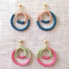 Crochet Crochet Earrings And Bracelet . Crochet Jewelry Patterns, Crochet Earrings Pattern, Crochet Accessories, Handmade Accessories, Crochet Necklace, Tatting Earrings, Diy Earrings, Diy Crafts Crochet, Crochet Projects