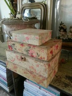 Old boxes covered with fabric, tattered on the corners, would lend charm to any corner. Fabric Covered Boxes, Fabric Boxes, Old Boxes, Antique Boxes, Shabby Boxes, Pretty Box, Vintage Box, French Country Decorating, Shabby Chic Homes