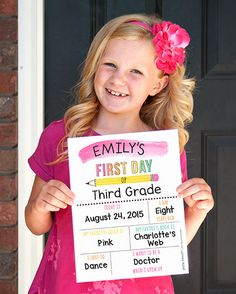 Back to School Photo Prop Questionnaire Signs in Pink and Blue Free Printables | Petite Lemon