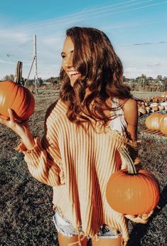 40 Fall Fashion Trends To Note Now For The Season Find and save ideas about fall outfits on Women Outfits. Fall Fashion Trends, Autumn Fashion, Pumpkin Patch Pictures, Fall Pictures With Pumpkins, Minimalist Outfit, Pumpkin Patch Outfit, Insta Photo Ideas, Outfit Trends, Autumn Photography