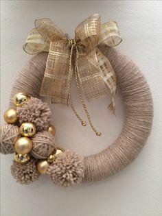 Στεφανια - Lilly is Love Crochet Christmas Wreath, Diy Christmas Decorations Easy, Holiday Wreaths, Christmas Diy, Wreath Crafts, Diy Wreath, Christmas Crafts, Christmas Ornaments, Curtain Rings Crafts