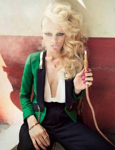 VOGUE NL Hair: Hester Wernert-Rijn / Photography: Petrovsky & Ramone / Make-up: Kathinka Gernant / Styling: Venus Waterman