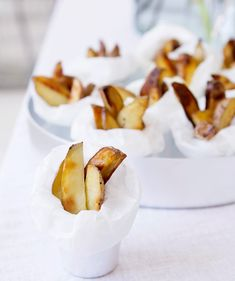 Tryffeliperunat/Potato wedges with truffle oil, Kotiliesi. Truffle Oil, Potato Wedges, Truffles, Camembert Cheese, Food And Drink, Dairy, Potatoes, Vegetarian, Snacks