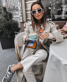 Ruta Spotted with our Marc Jacobs Snapshot Bag in Hyacinth Nyfw Street Style, Autumn Street Style, Street Styles, Marc Jacobs Snapshot Bag, Marc Jacobs Logo, Casual Outfits, Fashion Outfits, New York Fashion, How To Wear